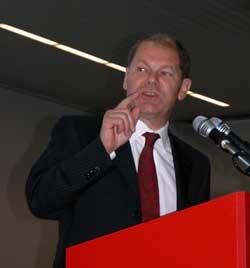 Minister Olaf Scholz sprach auf dem SPD-Bezirksparteitag in Emden.