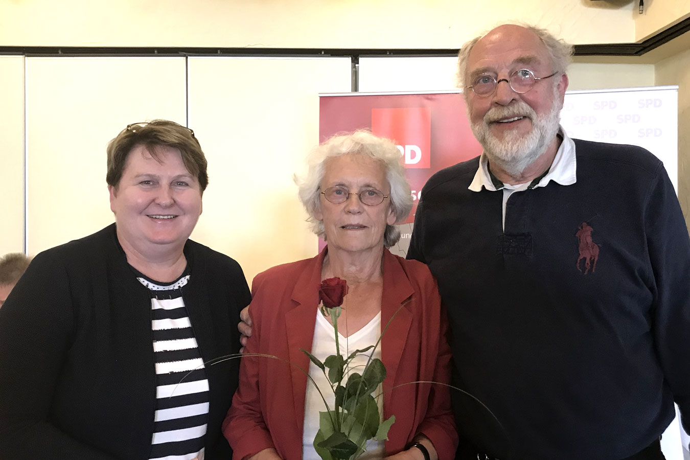v.l.: SPD-Fraktionsvorsitzende im Landtag Johanne Modder, 60plus-Vorsitzende Regine Romahn und der bisherige 60plus-Vorsitzende Gerd Groskurt